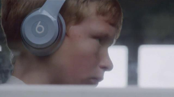 Apple Music TV Spot, 'Beats 1: Worldwide' Song by Pharrell - Thumbnail 1