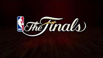 Samsung TV Spot, 'NBA Throwdown: Game Time' Featuring Vernon Davis - Thumbnail 3