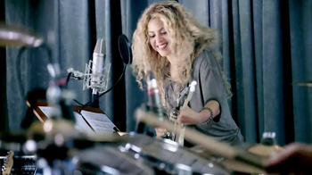 Crest 3D White Toothpaste TV Spot Featuring Shakira - Thumbnail 8