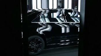 Chrysler TV Spot, 'Raising the Bar' - Thumbnail 3
