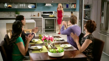 Electrolux Kitchen TV Spot, 'Crowd Pleasers' Featuring Kelly Ripa - Thumbnail 10