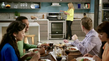 Electrolux Kitchen TV Spot, 'Crowd Pleasers' Featuring Kelly Ripa - Thumbnail 2