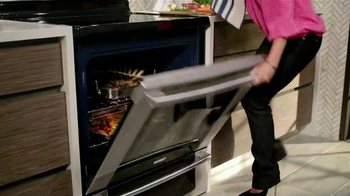 Electrolux Kitchen TV Spot, 'Crowd Pleasers' Featuring Kelly Ripa - Thumbnail 3