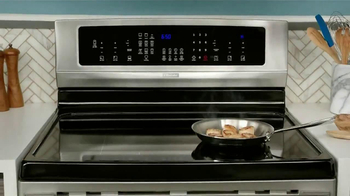 Electrolux Kitchen TV Spot, 'Crowd Pleasers' Featuring Kelly Ripa - Thumbnail 7