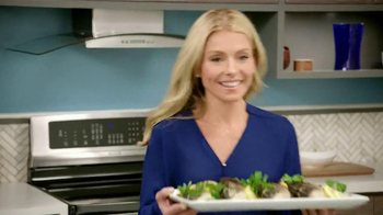 Electrolux Kitchen TV Spot, 'Crowd Pleasers' Featuring Kelly Ripa - Thumbnail 9