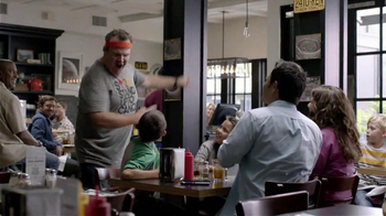 Mastercard TV Spot, 'Running with Eric Stonestreet' Featuring Eric Stonestr - Thumbnail 4