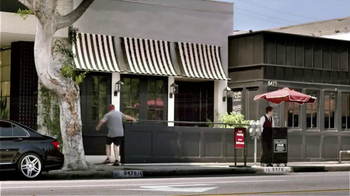 MasterCard TV Spot, 'Running with Eric Stonestreet' Featuring Eric Stonestr - Thumbnail 6