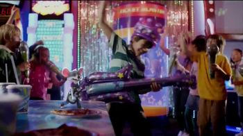 Chuck E. Cheese's TV Spot, 'Birthday Rockstar' - Thumbnail 5