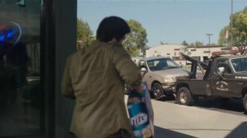 Miller Lite TV Spot, 'La Grúa' Con Danny Trejo [Spanish] - Thumbnail 2