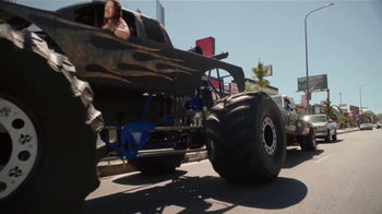 Miller Lite TV Spot, 'La Grúa' Con Danny Trejo [Spanish] - Thumbnail 8