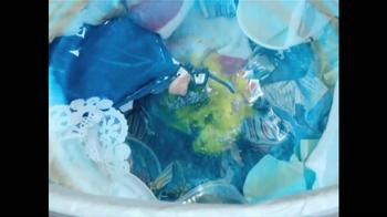 Glad ForceFlex Odor Shield Con Febreze TV Spot, 'Pescado' [Spanish] - Thumbnail 7