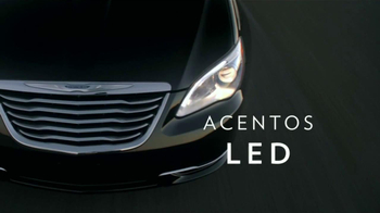 Chrysler 200 Limited TV Spot [Spanish] - Thumbnail 5