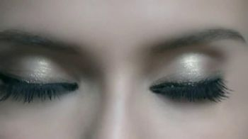 L'Oreal Paris Voluminous Butterfly Mascara TV Spot - Thumbnail 6