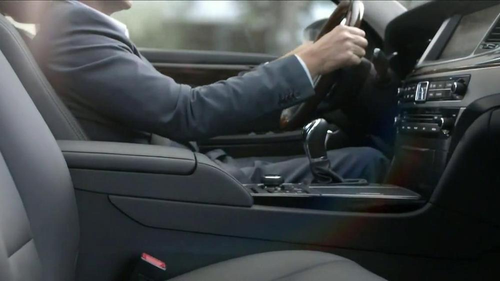 2014 Hyundai Equus TV Commercial, 'Tour'