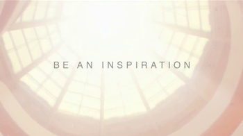 Estee Lauder Modern Muse TV Spot, 'Be an Inspiration' Song by Bruno Mars - Thumbnail 7