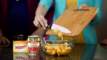 Velveeta and Ro-Tel Cheese Dip TV Spot, 'Queso For All' - Thumbnail 7
