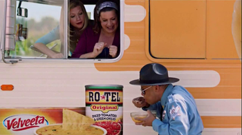 Velveeta and Ro-Tel Queso Dip TV Spot, 'Mmmm' - Thumbnail 4