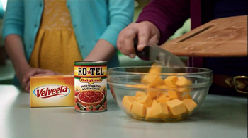 Velveeta and Ro-Tel Queso Dip TV Spot, 'Mmmm' - Thumbnail 5