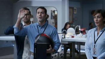 Xfinity Wireless Gateway TV Spot Con Genesis Rodriguez [Spanish] - Thumbnail 9