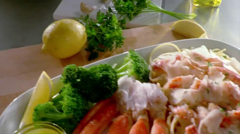 Red Lobster Crabfest TV Spot, 'Alaskan Crab' - Thumbnail 4