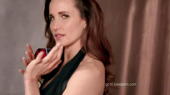 L'Oreal Revitalift Triple Power TV Spot Featuring Andie MacDowell - Thumbnail 10