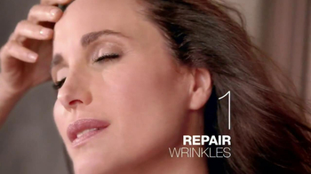 L'Oreal Revitalift Triple Power TV Spot Featuring Andie MacDowell - Thumbnail 8