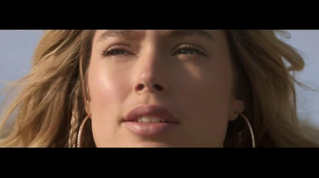 H&M Winter Collection TV Spot Feat. Doutzen Kroes, Song by Tears for Fears - Thumbnail 2