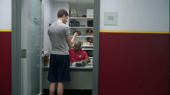 FedEx Delivery Manager TV Spot, '6th String Quarterback' - Thumbnail 8