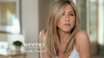 Aveeno Positively Radiant Skin Brightening Scrub TV Spot, 'Bright Side' - Thumbnail 9