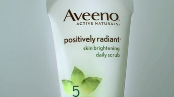 Aveeno Positively Radiant Skin Brightening Scrub TV Spot, 'Bright Side' - Thumbnail 3