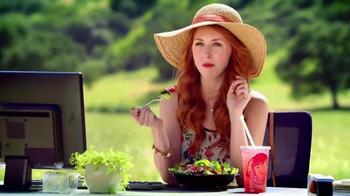 Wendy's Strawberry Fields Chicken Salad TV Spot, 'Office in a Summer Field' - Thumbnail 4