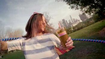 Dunkin' Donuts Oreo and Chips Ahoy! Iced Coffees TV Spot, 'Hula Hoop' - Thumbnail 6