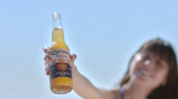 Corona Extra TV Spot, 'Outside' Song by Jimmy Cliff - Thumbnail 5