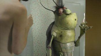 Raid Ant & Roach Killer TV Spot, 'Duchándose con una Cucaracha' [Spanish]