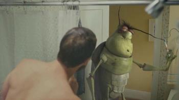 Raid Ant & Roach Killer TV Spot, 'Duchándose con una Cucaracha' [Spanish] - Thumbnail 1