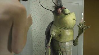Duchándose con una Cucaracha thumbnail