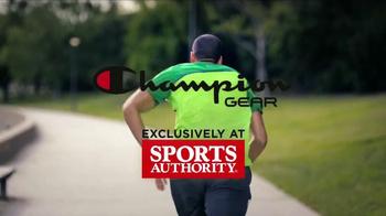 Sports Authority Champion Gear TV Spot, 'Ropa de Alta Desempeño' [Spanish] - Thumbnail 7