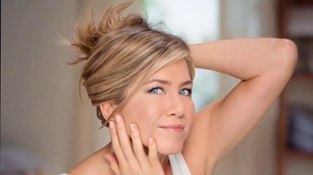 Aveeno Positively Radiant TV Spot, 'Ocupado' Con Jennifer Aniston [Spanish] - Thumbnail 5
