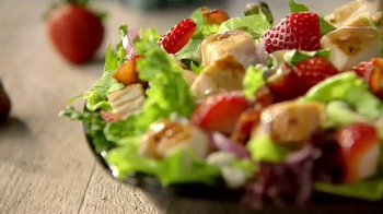 Wendy's Strawberry Fields Chicken Salad TV Spot, 'Wedding' - Thumbnail 9