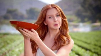 Wendy's Strawberry Fields Chicken Salad TV Spot, 'Wedding' - Thumbnail 3