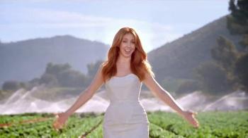 Wendy's Strawberry Fields Chicken Salad TV Spot, 'Wedding' - Thumbnail 7