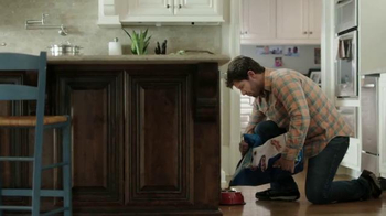 Icy Hot Smart Relief TV Spot, 'In the Kitchen' Featuring Shaquille O'Neal - Thumbnail 1