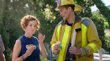 Alka-Seltzer Heartburn Relief Chews TV Spot, 'Fireman at the Grill' - Thumbnail 4