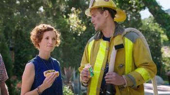 Alka-Seltzer Heartburn Relief Chews TV Spot, 'Fireman at the Grill' - Thumbnail 5