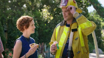 Alka-Seltzer Heartburn Relief Chews TV Spot, 'Fireman at the Grill' - Thumbnail 7