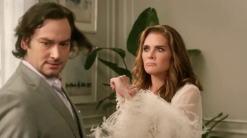 La-Z-Boy TV Spot, 'As the Room Turns: Stavros' Featuring Brooke Shields - Thumbnail 4