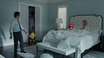 M&M's TV Spot, 'Eating in Bed' - Thumbnail 7