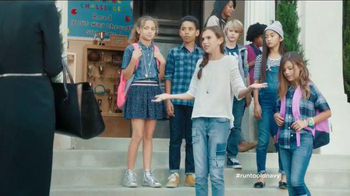 Old Navy TV Spot, 'School Picture Day' Featuring Julia Louis-Dreyfus - Thumbnail 5
