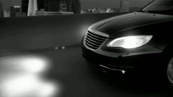 Chrysler 200 TV Spot [Spanish] - Thumbnail 2