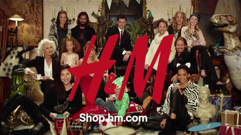 H&M Holiday TV Spot Ft. Christy Turlington Burns, Doutzen Kroes, Liu Wen - Thumbnail 8